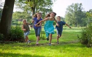 kidsrunning_103263905-640400